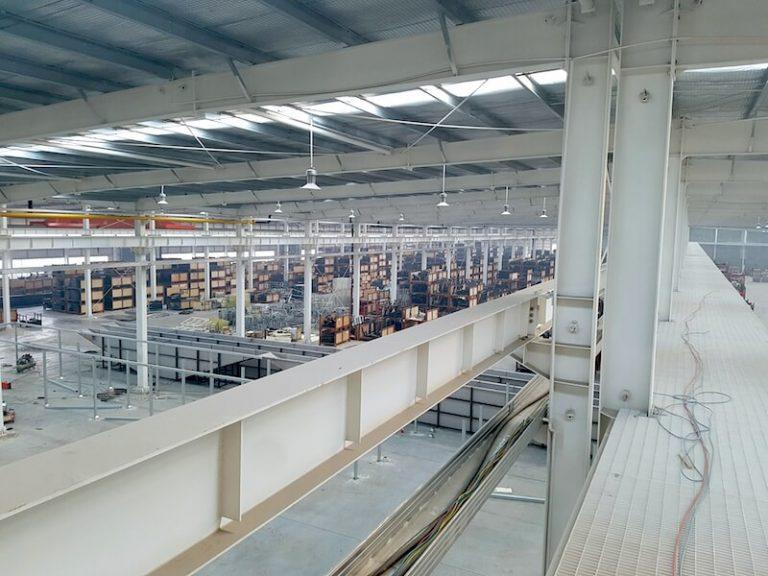 Die Produktionshalle von DHZ Fitness bietet Platz für Produktion, Nachfertigung und Logistik